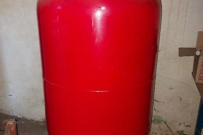 Розширювальний бак, червоного кольору, об'єм — 500 л, б/в, в кількості – 1 шт.