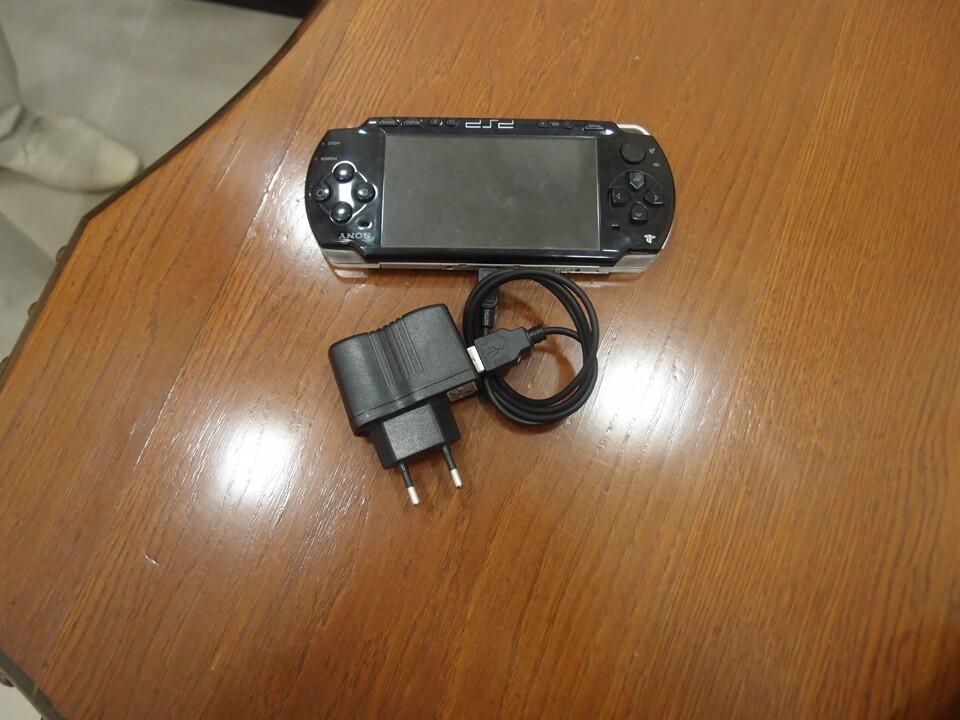 """Ігрова приставка """"Sony"""" модель PSP-2008"""