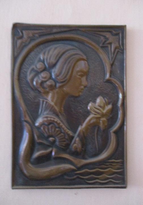 Картина коричневого кольору, обємним візерунком жінки, Б/К