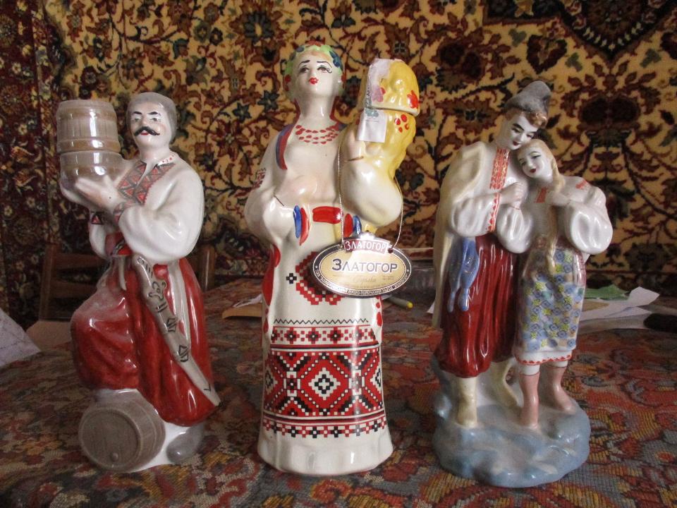 Бутилки керамічні, у формі людей, в українському національному одязі, Б/К, 3 шт.