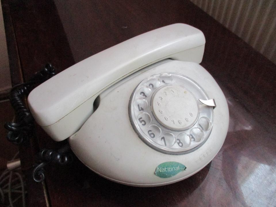 Телефон Tesla Stropkov, сірого кольору, серійний номер ОС1-Т-46, без шнура живлення, Б/К, робочий стан не перевірявся