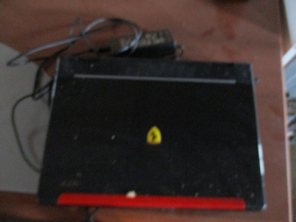 Ноутбук чорного кольору із червоною вставкою, марки ACER, с/н LXFR4051636460D60C2500, б/к робочий стан не перевірявся, кабель живлення відсутній