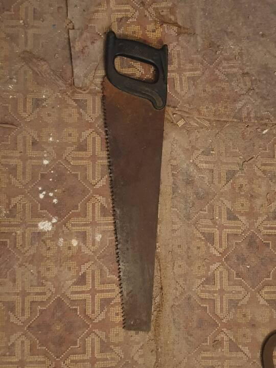 Ручна пила (ножівка) з пластмасовою чорною ручкою