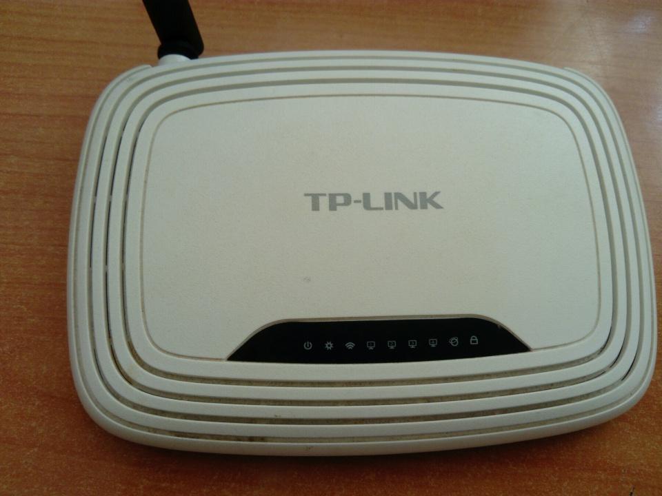 Wi FI роутер, білого кольору, б/в, марки TL-WR740N