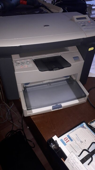 """Багатофункціональний пристрій """"HEWLETT PACKARD модель  №1005 MFP"""" сірого кольору, б/в"""