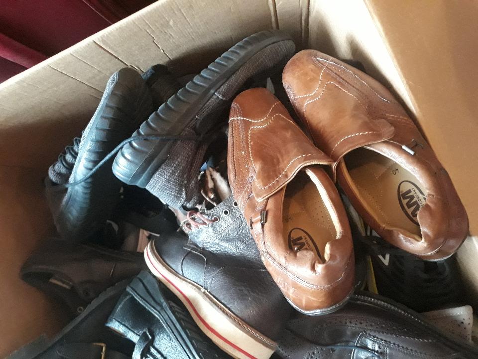 Взуття чоловіче, жіноче, підліткове в асортименті, у кількості 61 пара