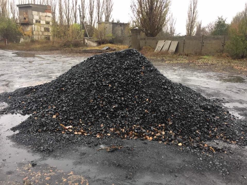 Вугілля кам'яне:  марки АШ 0-6 мм, маса 33.44 т ,  та марки АОМ 13-50 мм, маса 7.98 т