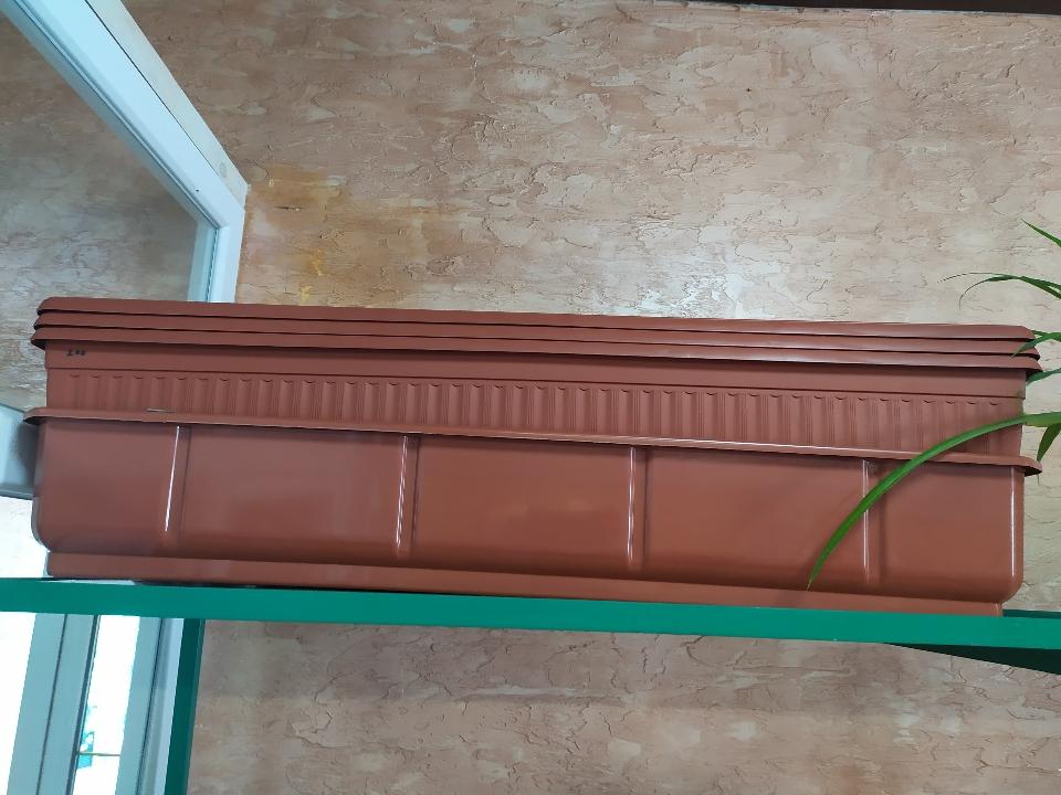 Балконні вазони у кількості 6 штук