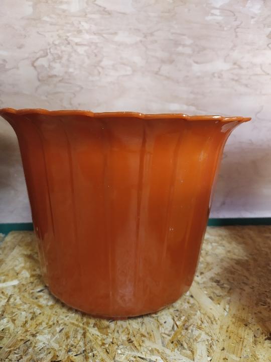 Вазон для квітів коричневого кольору, розміром 20*18 см, новий