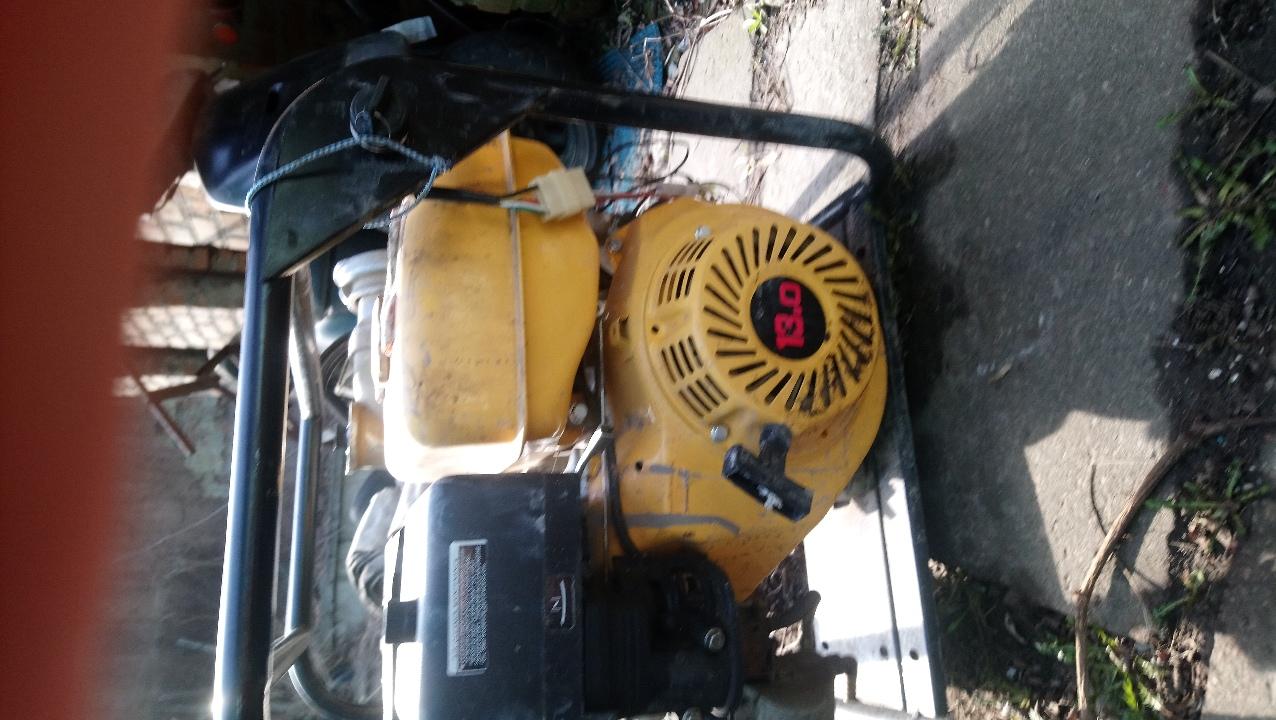 Мотопомпа марки «Gasoline water pump WPG 100 Iron Angel», водозабірник, три пожежні рукави, один металевий швайбер та два металеві тички