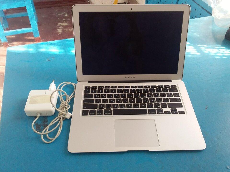Ноутбук марки Apple MakBook Air