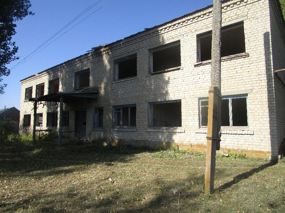 Будівля контори, загальною площею 504,40 кв.м, розташована за адресою: Луганська обл., Міловський р-н, с. Великоцьк, вул. Міловська, 13