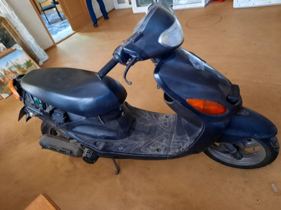 Моторолер марки YAMAHA модель GRAND AXIS, VIN№00SB06J4644430000, 2005 року випуску, сірого кольору, реєстраційний номер АЕ4112АВ