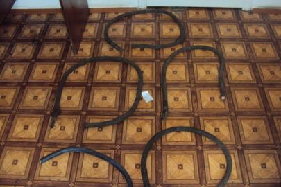 Брухт кольорових металів в складі - кабеля силового ППСРВМ 240 кв.мм - 4 фрагменти довжиною 1,2 м, 1 фрагмент довжиною 0,9 м, 1 фрагмент довжиною 12 м.