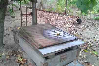 Брухт чорного металу в кількості 807 кг та металеві ваги з платформою ТИП 755 1958 р.в.