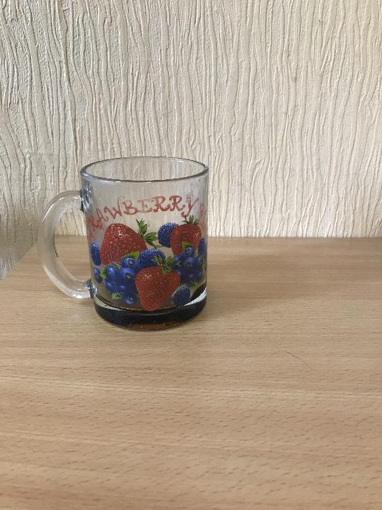 Чашка скляна в кількості 1 штуки