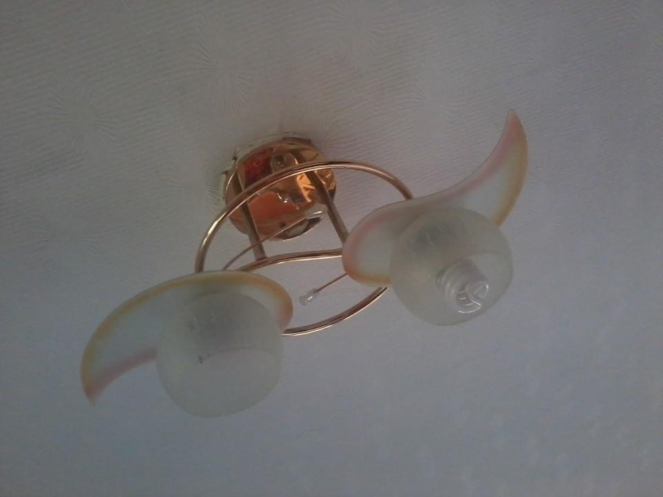 Люстра на дві лампочки, б/в