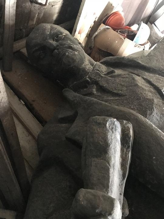 СЕТАМ продает 6-тонного бронзового Ленина для выплаты долгов по зарплате 01
