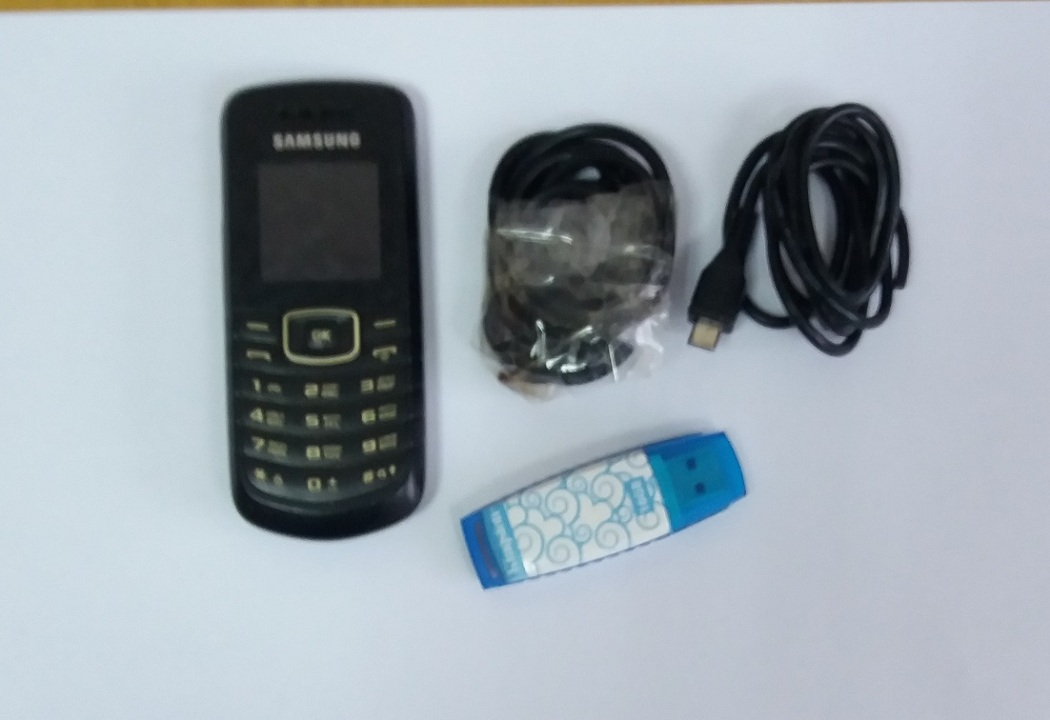 Мобільний телефон марки Samsung, зарядні пристрої до мобільних телефонів у кількості 2 шт., флеш-накопичувач  марки