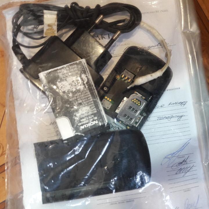 Мобільний телефон Nokia 2710, imei: 358294/03/996299/5 та зарядний пристрій