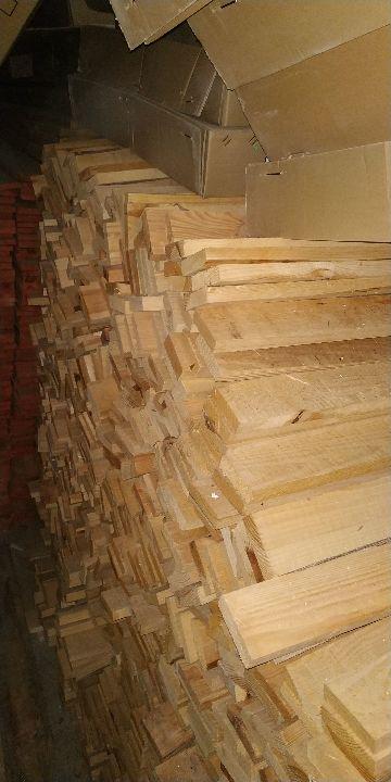 Лісоматеріали розпиляні уздовж з дубу, не шліфовані, не мають торцевих з'єднань,  розміром 26х26х280мм - 2,523м3