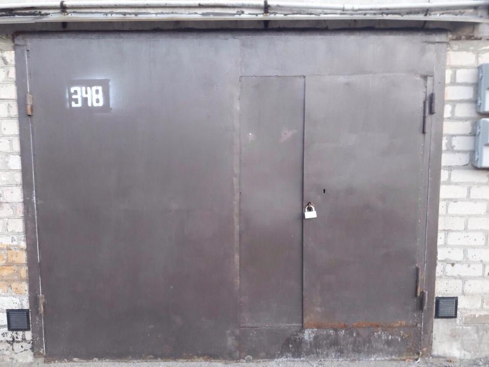 Гараж № 348 загальною площею 16,9 кв.м., розташований в гаражному кооперативі