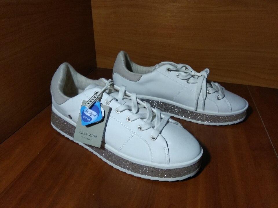 Кросівки, іноземного виробництва, 40 розміру, білого кольору