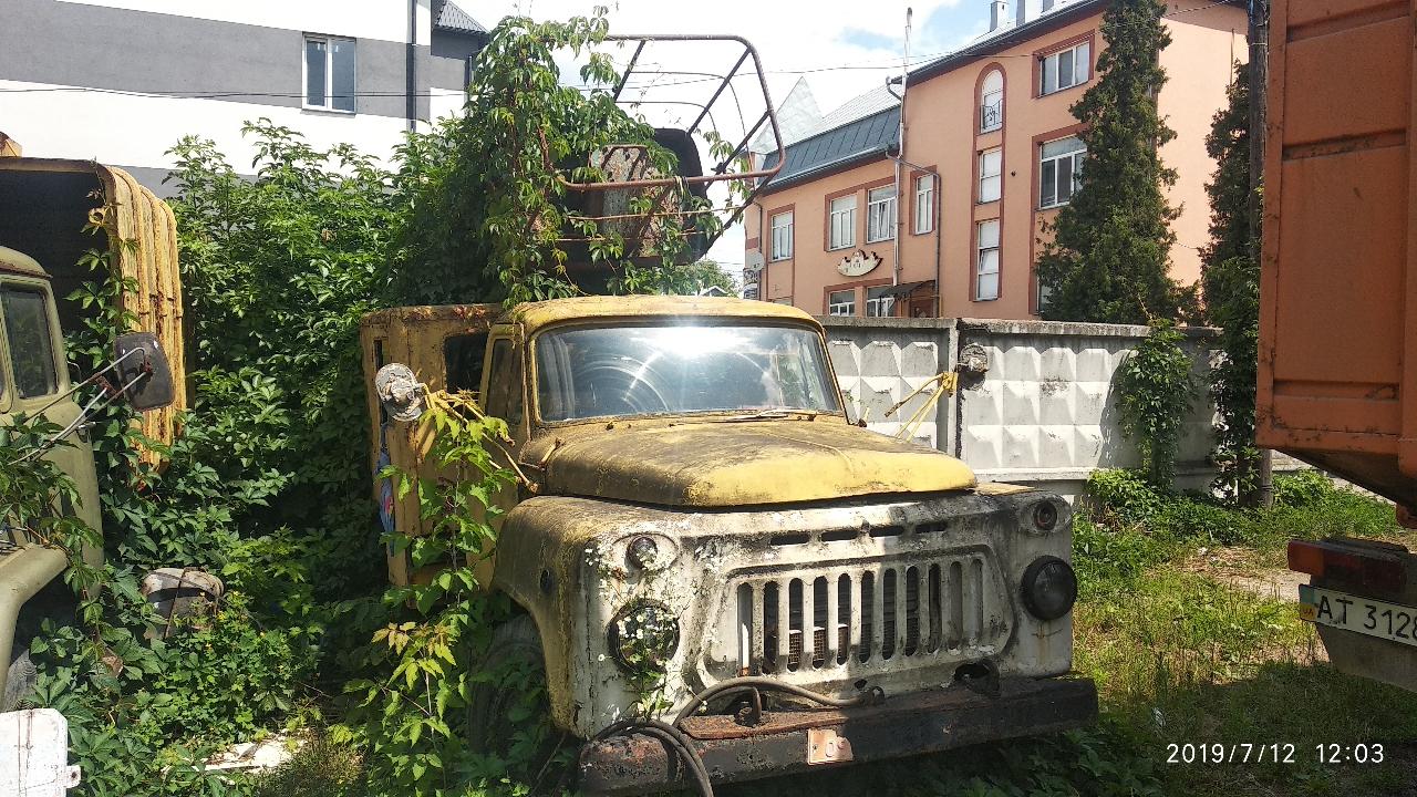 Брухт: кузов, рама вантажного автомобіля ГАЗ 52-04 (телескопічна автовишка), жовтого кольору, яка не підлягає відновленню, загальною масою 2350 кг