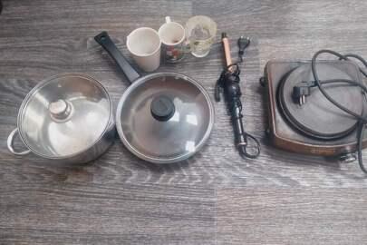 Електроплита, металева каструля, сковорідка, фарфорові чашки - 3шт., електрична плойка для волосся