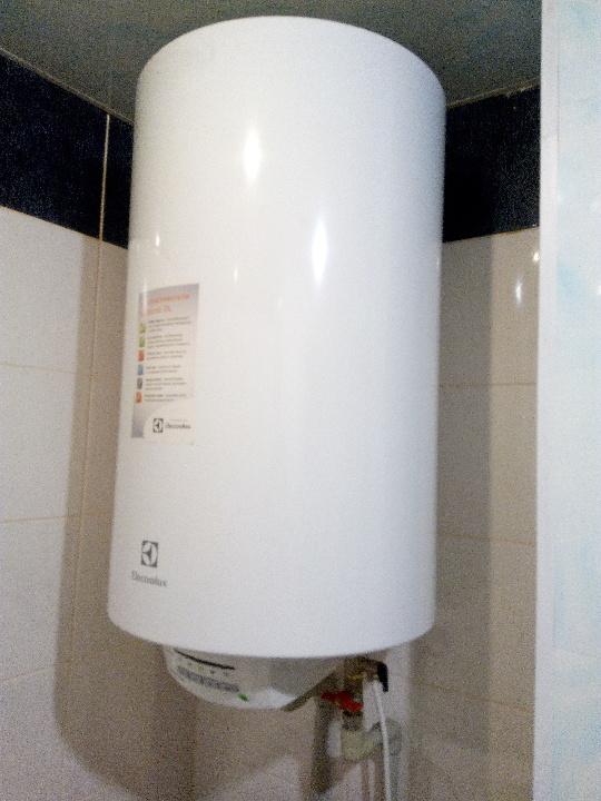 Бойлер (водонагрівач) Electrolux Heatronic DL, в неробочому стані (згорів тен)