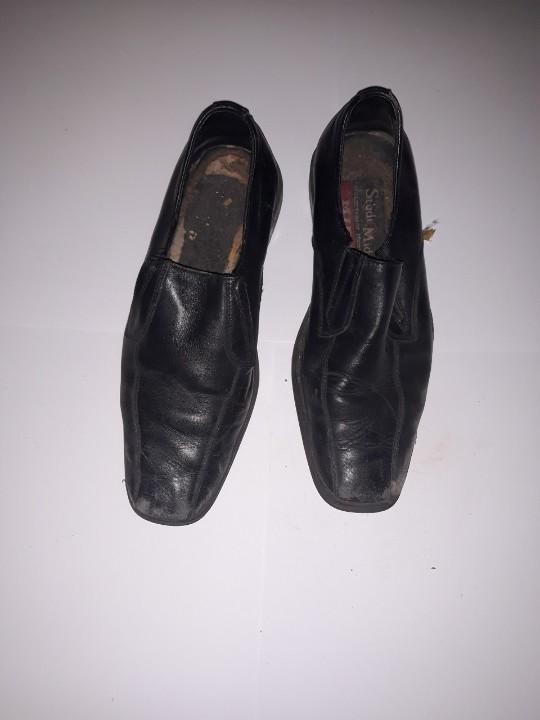 Туфлі чоловічі, чорного кольору, б/в, одна пара