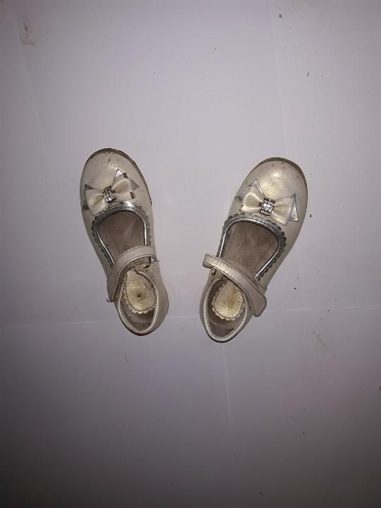 Туфлі дитячі, жовтого кольору з бантом,б/в, одна пара