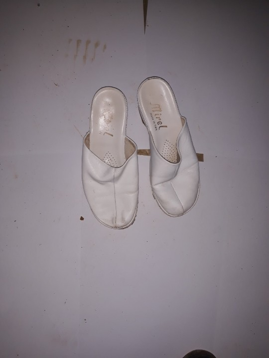 Шльопанці жіночі, білого кольору, б/в, одна пара