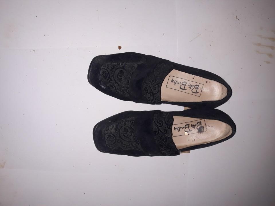 Туфлі жіночі, чорного кольору з візерунком, на підборах, б/в, одна пара