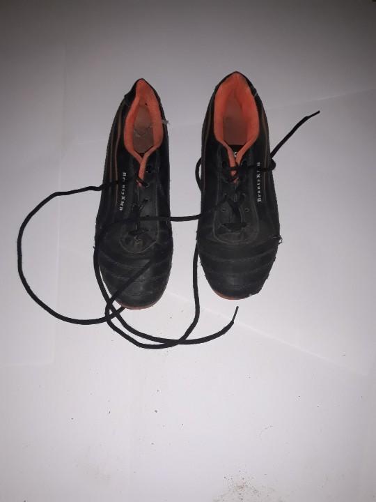 Кросівки жіночі, чорного кольору, б/в, одна пара