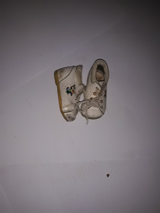 Туфлі дитячі, білого кольору з малюнком, б/в, одна пара