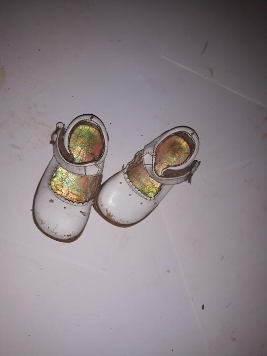 Туфлі дитячі, білого кольору, б/в, одна пара