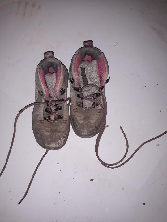 Кросівки дитячі, бежевого кольору, б/в, одна пара
