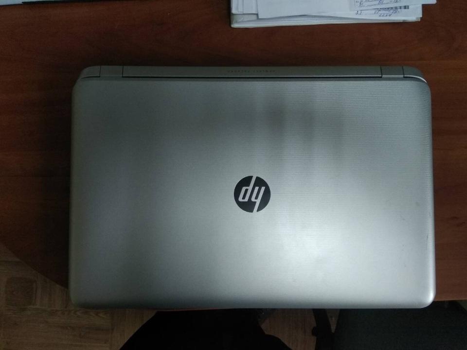 Ноутбук HP Pavilion, серійний номер 0977100000405F00000610180 з зарядним пристроєм та акумуляторною батареєю в комплекті