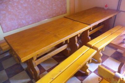 Лавки дерев'яні (жовтого кольору) в кількості 6 штук