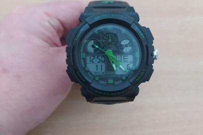 Рухоме майно в кількості 2 найменування: Електронно-кварцовий годинник «SKMEI», б/в, колір: чорний, 1 штука;  Кросівки зі шкірозамінника,р.43,б/в, колір: синьо-зелений, 1 пара