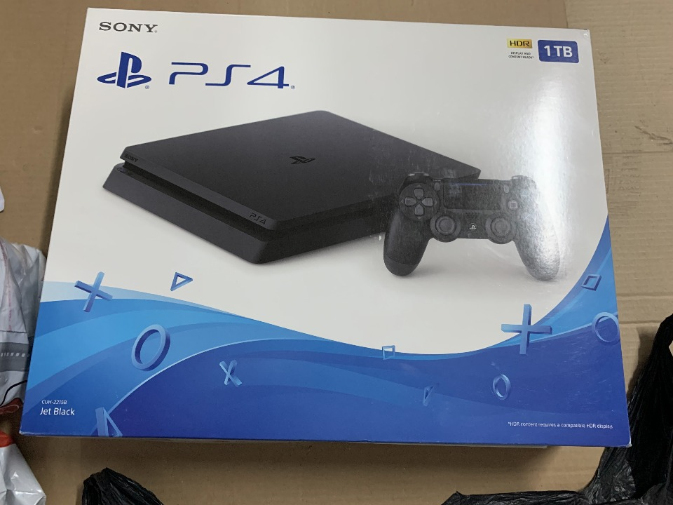 Консоль Sony PS4 1TB Slim With