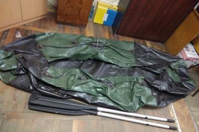 """Гумовий човен """"Auolon A249"""", чорно-зеленого кольору, з двома веслами, б/в"""