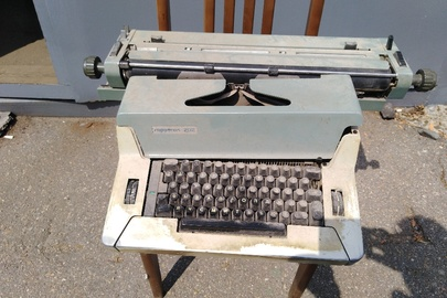 """Пишуча машинка """"Robotron-202"""" № 491970"""