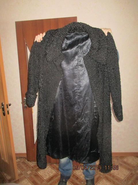 Шуба жіноча, розмір 54-56, з натурального хутра, каракулева, чорного кольору, б/в