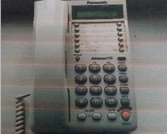 Телефон Panasonic білого кольору у кількості 1 шт.