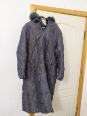 Жіноча пухова куртка, бірка з написом Flove