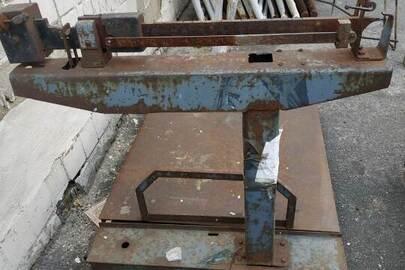 Металеві ваги 1989 року випуску №32356  вагоспроможністю до 1000 кг та брухт чорних металів вагою 2685 кг