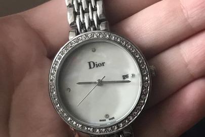 Годинник наручний Dior на металевому ланцюжку сірого кольору