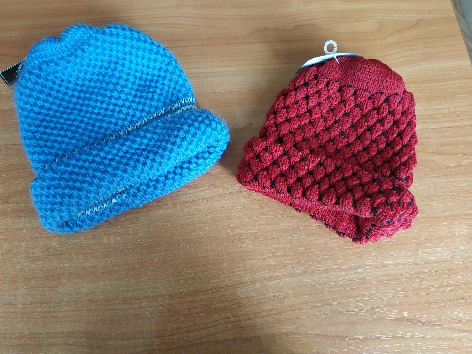 Шапка жіноча червоного кольору «KNIT HAT BONNET EN TRICOT»